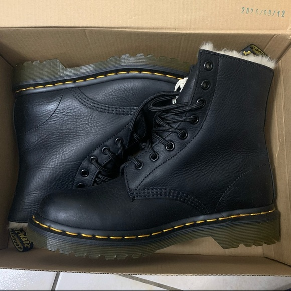 ✨BNWT✨ Dr. Martens Black Faux Fur Lined Boots